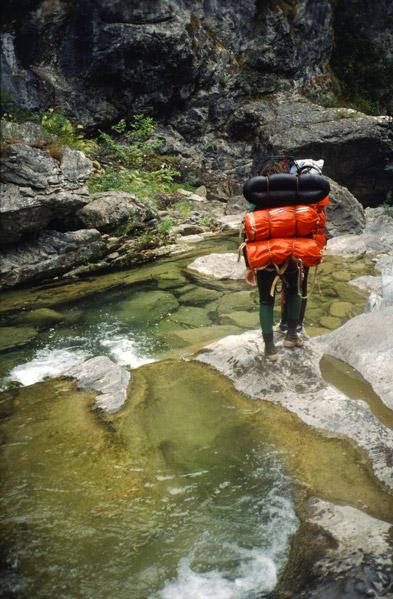 Marche en rivière dans la Bendola